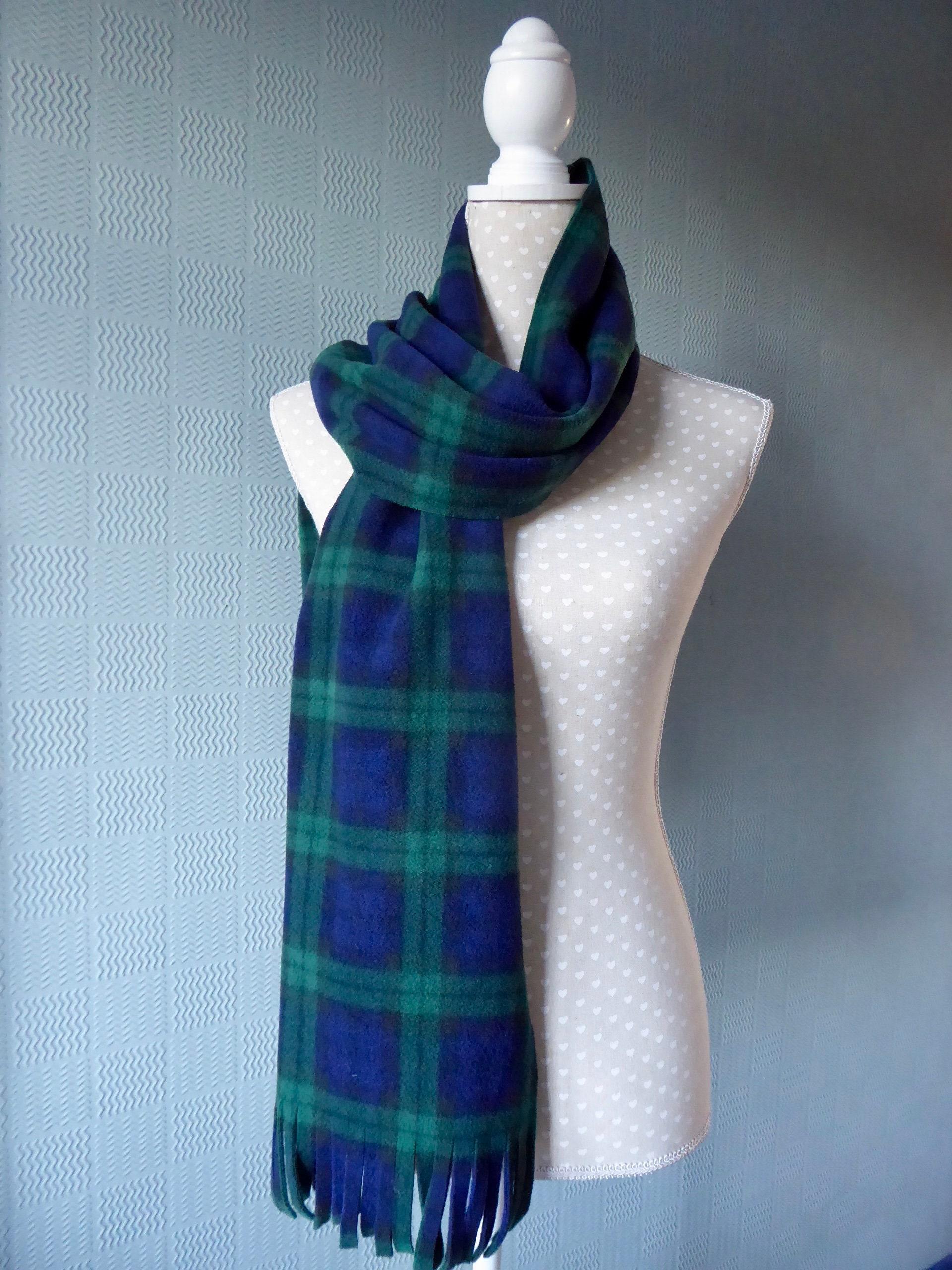 cc8b574206313 Écharpe en tartan bleu et vert enveloppement Black Watch | Etsy