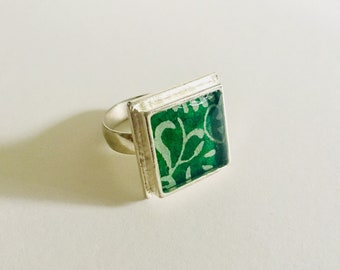 Green-White Ring