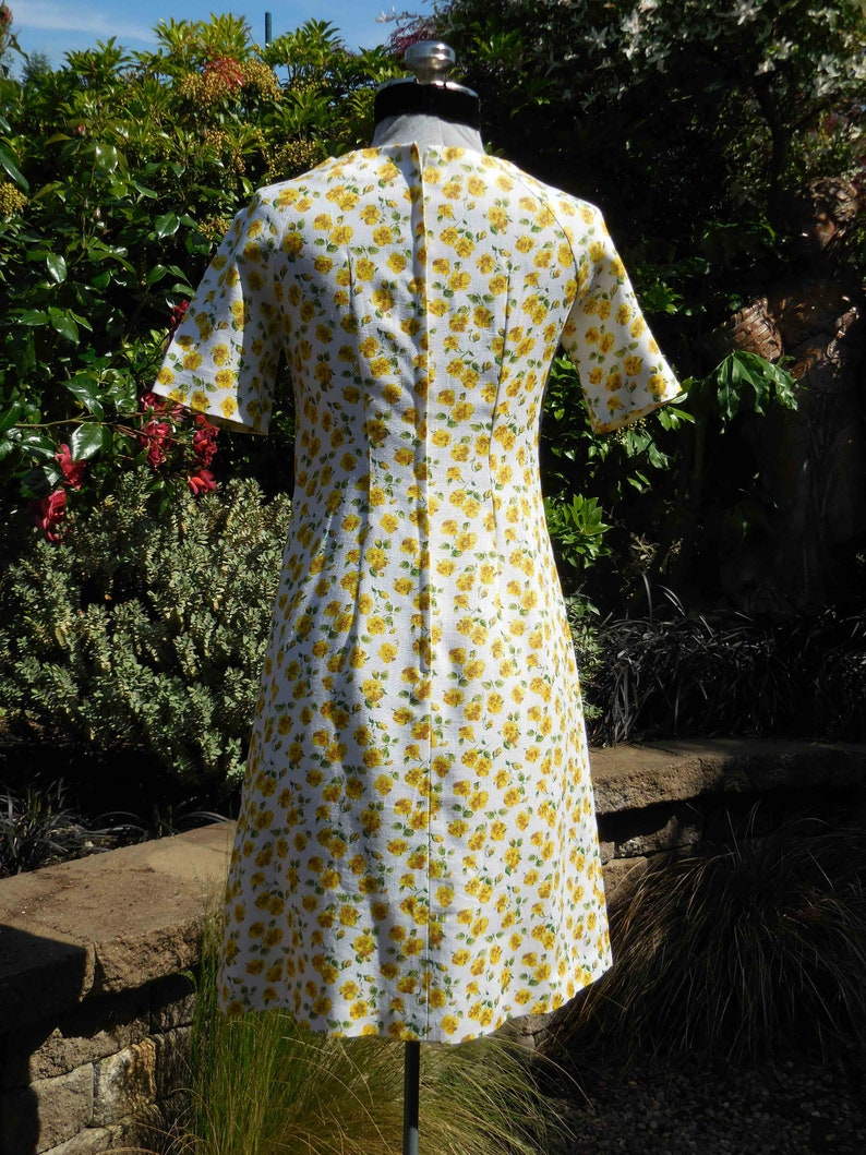 Vintage 1970s linen A line dress wrinkle resistant floral linen yellow flowers raglan sleeve Woven in Ireland MOYGASHEL size  Ex Smallsmall