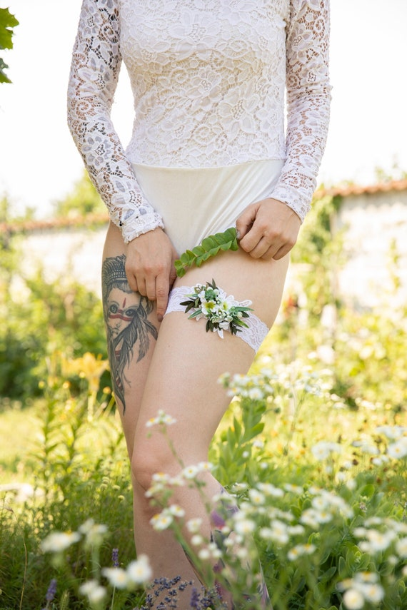 Greenery wedding Garter Wedding accessories Flower Garter for bride White and green garter Wedding garter Bridal floral garter Magaela
