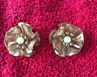Vintage signed BED 1950's goldtone clip on floral earrings