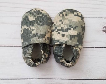 6//9 Months Infant Boys or Girls Advantage Timber Camo Soft Sole Shoes Size 3