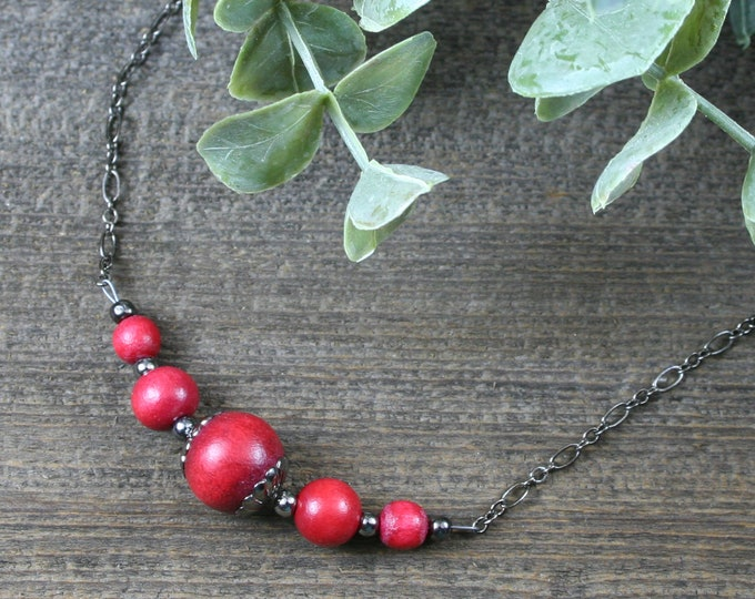 Cranberry red wood and gunmetal choker necklace