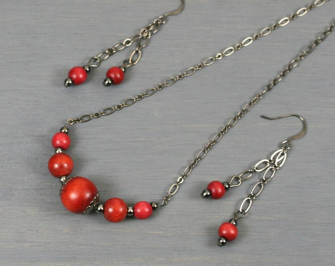 Dark red wood and gunmetal choker necklace and dangle earring set