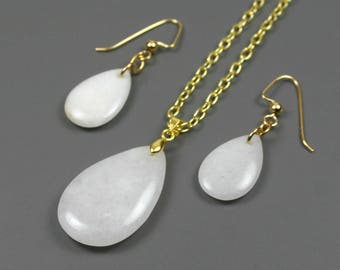 "White Malaysian ""jade"" stone teardrop pendant on brass chain with matching earrings"
