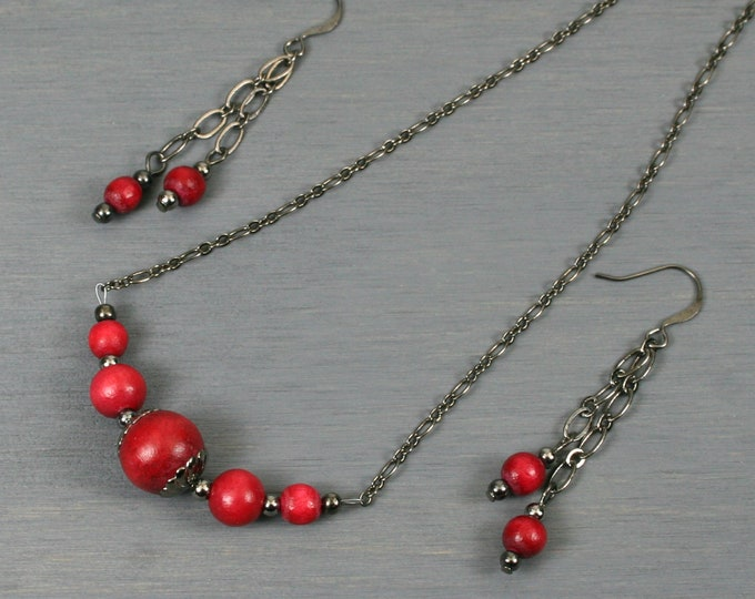 Cranberry red wood and gunmetal choker necklace and dangle earring set