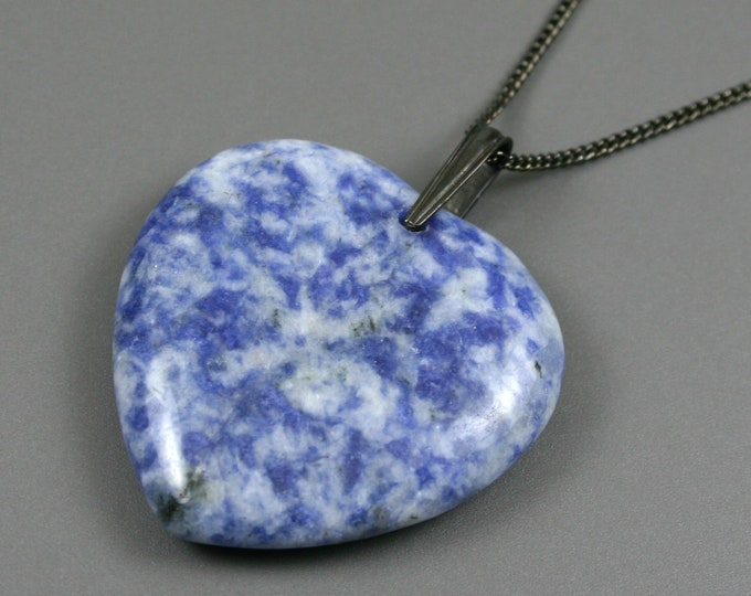 Blue spotted stone heart pendant on gunmetal plated curb chain