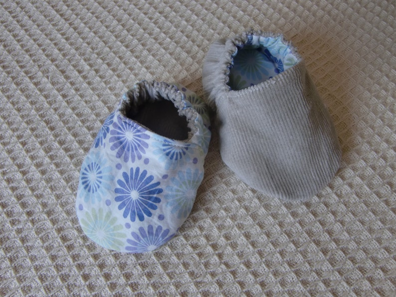 1fb81e8e4e6a Lowen Reversible Fabric Baby Booties PDF Pattern sizes 0-3