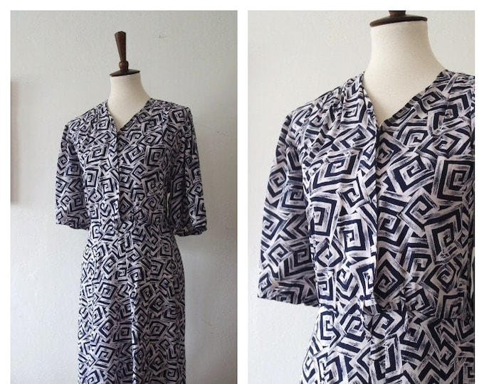 Vintage 1940s Navy Blue Novelty Print Swirl Pattern Day Dress - Cold Rayon 40s Dress - Plus Size Rayon 40s Dress - Size XXL