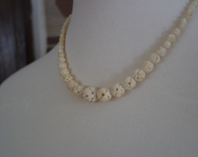 Vintage 1930s Cream Carved Celluloid Bead Necklace - Deco Jewelry - Celluloid Clasp