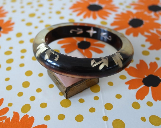 Vintage 1940s Black Clear Reverse Carved Floral Lucite Bangle Bracelet - Unique Rare Early 40s Jewelry