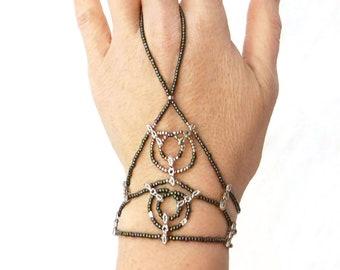 Silver metal Green metallic lace, elastic slave bracelet. Beaded stretchy bracelets ring. Finger bracelet. Hand jewelry. Ring bracelet.