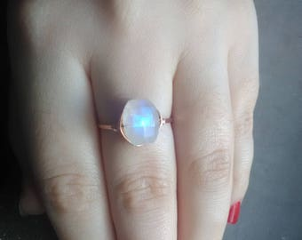 Rose gold moonstone ring, rainbow moonstone ring, raw moonstone ring, rose gold stacking ring, hammered rose gold ring