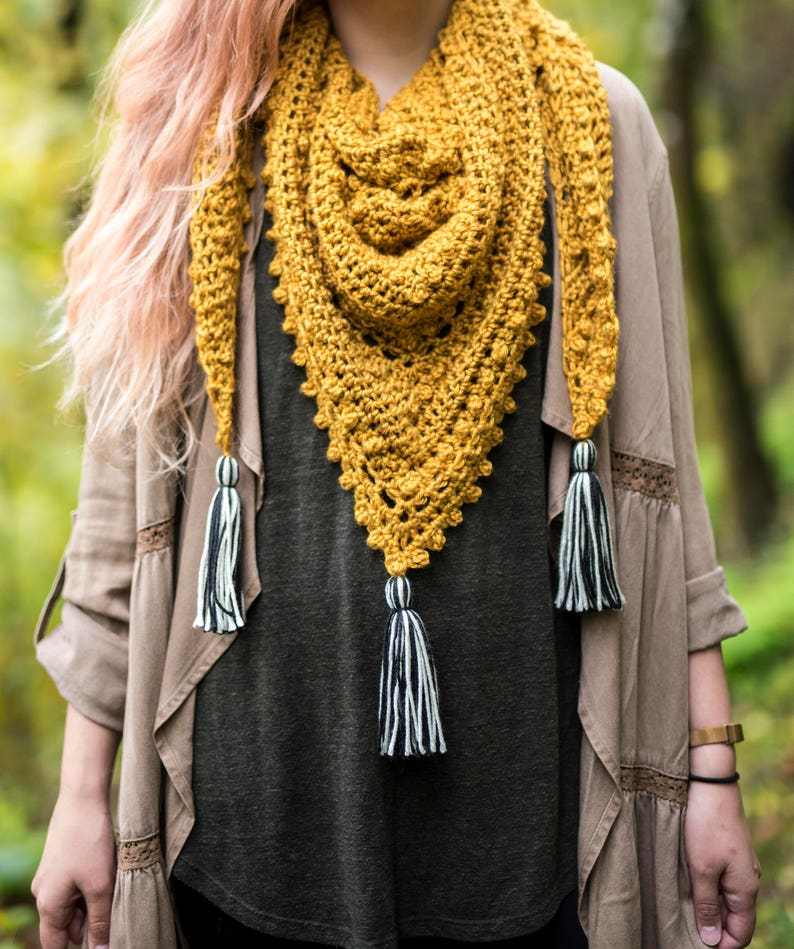 The Meadowlark Triangle Scarf Crochet Pattern image 0