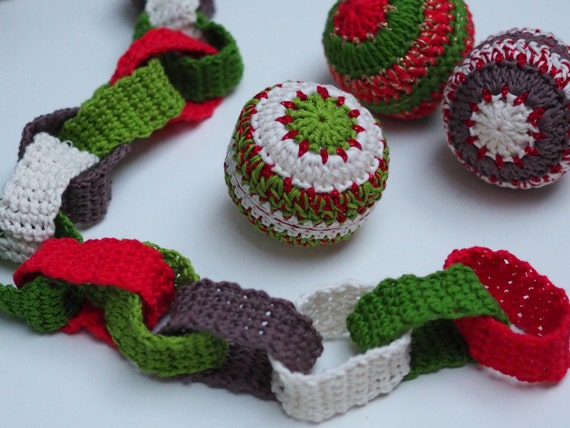 Crochet Christmas Paper Chain & Bauble Pattern