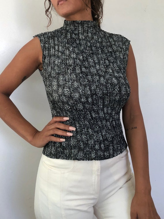 vintage sleeveless pleated mock neck, M to L