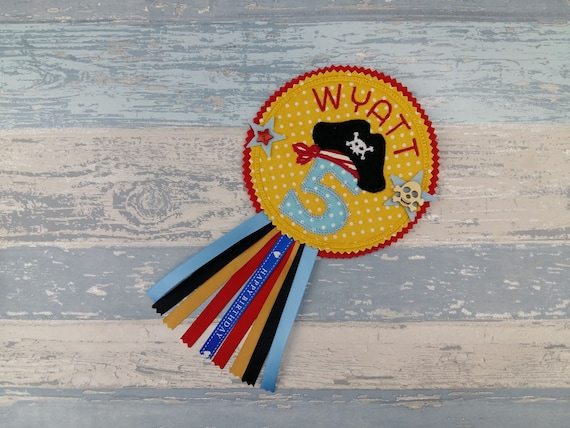 ANY NAME AND AGE PIRATE PERSONALISED BRAND NEW FUN BIG BIRTHDAY BADGE
