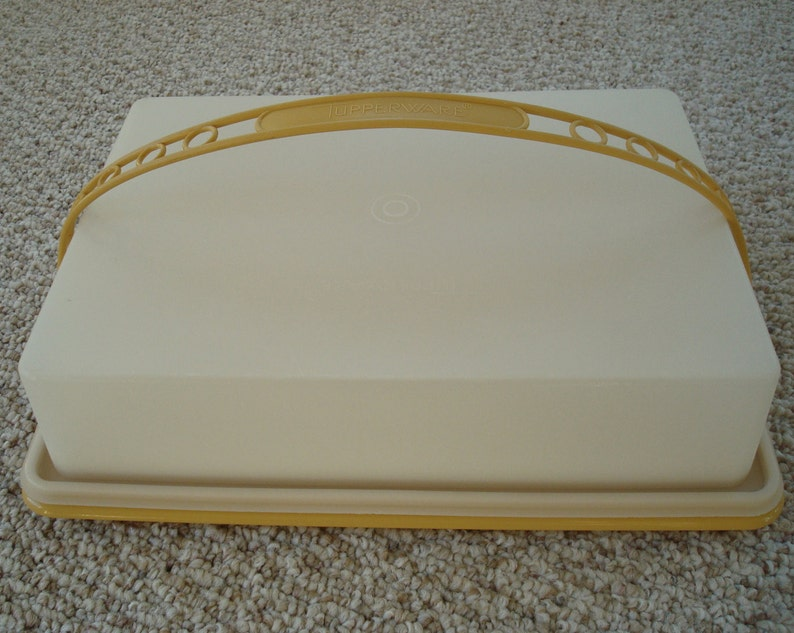 Cake Stand-Made in USA Vintage Tupperware  Sheet Cake Carrier Harvest Gold  Yellow-CupCake Carrier