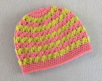 Süße rosa häkeln HutMütze Pink lilaweiß mit Blumen, weiche handgemachte Mütze, warme handgemachte Kinder Mütze. Kundenspezifische Größen & Farben