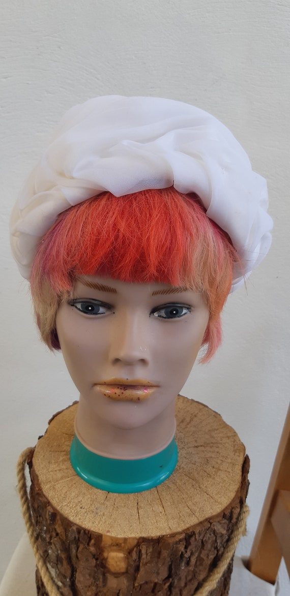 Vintage Hat 60s white pill box Hat