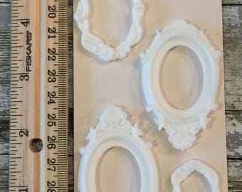 set of 4 alterable tiny resin frames