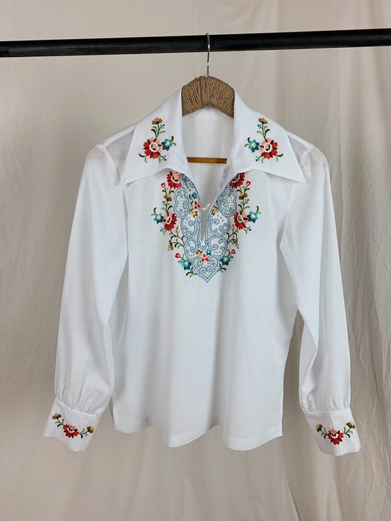 Vintage 60s Embroidered Blouse • M