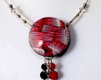 The pendant necklace domed and hollow patterned spines