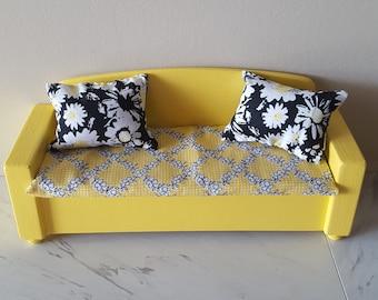 Lovely Miniature Dollhouse Furniture Sofa with 2 Cushions Flower Print Sofa Couch Set for Dollhouse AUEAR