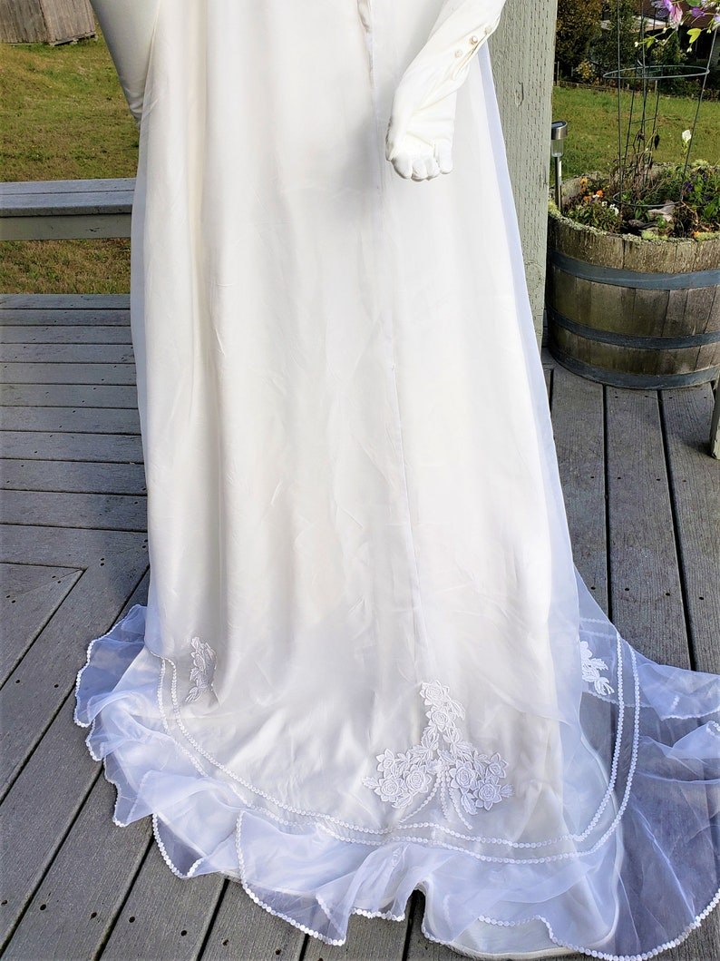 4 to 6 1940s Style White Chiffon Empire Waist Wedding Dress with Chapel Train 1960s Vintage Size Small
