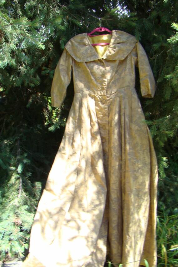1950s Elegant Gold Brocade Silk Gown - Size Medium