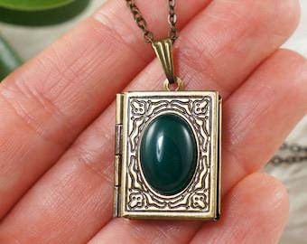 Necklace Locket Green Agate, antique brass (#7128)