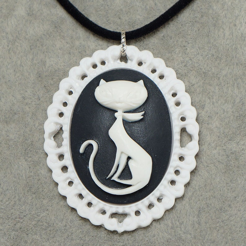Black /& White Kitty Cat Vintage Cameo Pendant Necklace Victorian Epoch Wedding Kitten Cat Lovers Women Necklace Jewelry Gift for Her 6772
