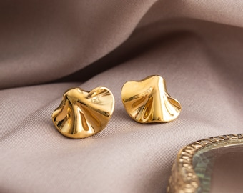 22K Gold ruffled earrings