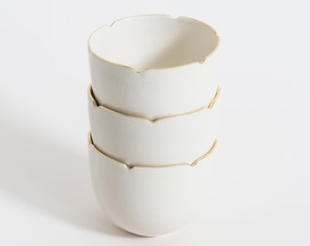 Small white porcelain bowl with 22k gold -  New Mariette collection