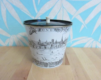 circa. 1950s monochrome 1600s London/River Thames lidded biscuit tin
