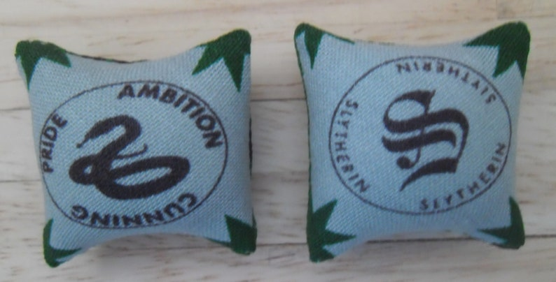 1/12th Scale Dolls House Printed Fabric Cushions: Harry Potter image 0