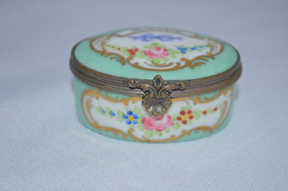 hand painted and collectible Antique french miniature trinketpill box