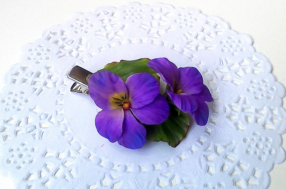 Wild violets spring hair clip Clay flowers Mothers gift for women Floral hair accessories Bridal flowers Handmade jewelry Ready for ship