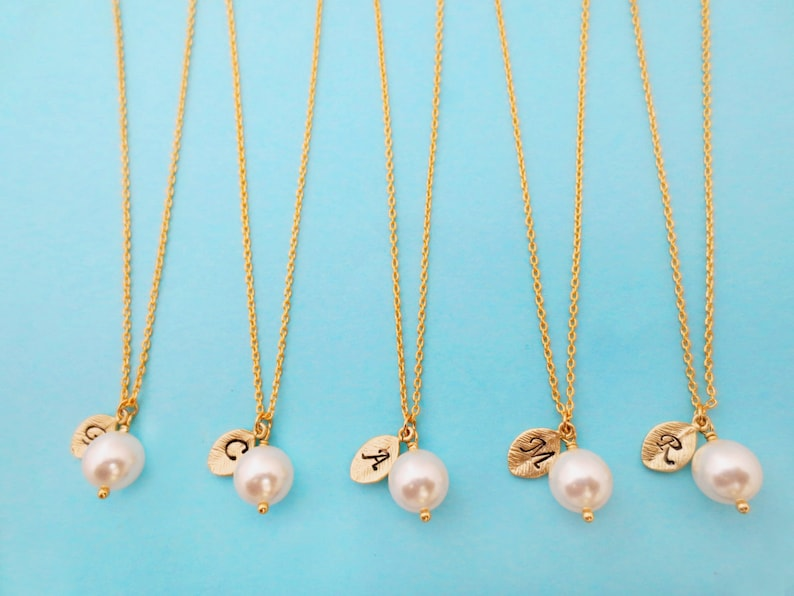 Necklace set Personalized Bridesmaid Initial Wedding WHITE pearl Bridal Gift Set of 1-10 8mm Flower girl Italic font Gold