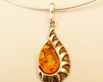 Moderne Sterling Silber Halskette mit Medaillon (aus Silber mit Baltikum Bernstein. ) Magische Amulett.Bio und Öko Schmuck.