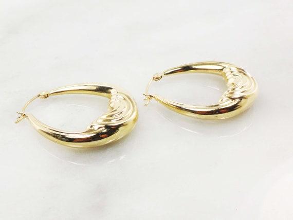Vintage 14k Gold Ribbed Saddle Hoop Earrings Yell… - image 6