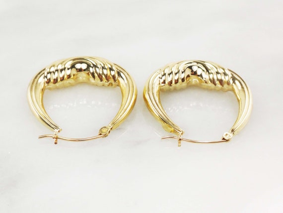 Vintage 14k Gold Ribbed Saddle Hoop Earrings Yell… - image 8