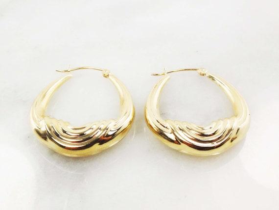 Vintage 14k Gold Ribbed Saddle Hoop Earrings Yell… - image 4