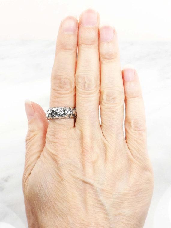Vintage Sterling Silver Floral Ring Wide Sterling… - image 9