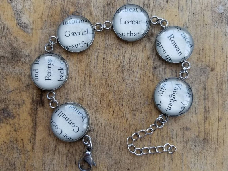 Throne of Glass Rowans Cadre book page bracelet