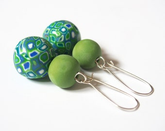 Green Earrings ( beaded earrings polymer clay jewelry dangle earrings summer earrings bright earrings handmade earrings modern earrings )