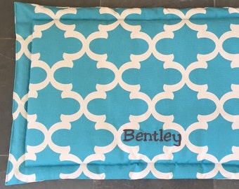 XL Large Dog Bed Mat, Puppy Pad, Crate Mat, Crate Pad for Dogs, Cat Bed, Large Pet Travel Mat, Dog Training Mat, Flippable Quatrefoil Fabric