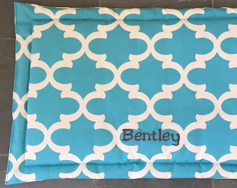XL Personalized Dog Mat, Puppy Crate Mat, Crate Bed for Dogs, Extra Large Pet Travel Mat, Dog Training Mat, Flippable Quatrefoil Fabric