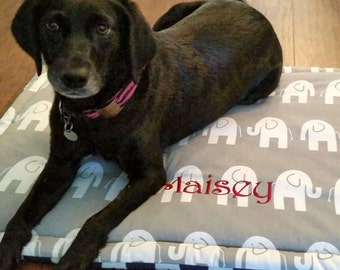 Personalized Dog Bed Mat, medium bed, Crate Mat, Crate Pad for Dogs, Cat Bed, Medium Pet Travel Mat, Dog Training Mat, Dog Mat for Training