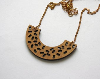 Geometric necklace inspired by Memphis design, wood graphic minimal jewel, original jewelry made in France, brass chain, wooden unique gift